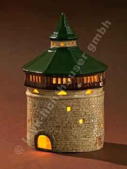 Dicker Turm mit grünem Dach