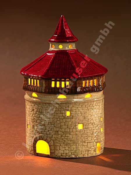Dicker Turm mit rotem Dach